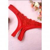 Perizoma rosso con filo di perle sul cavallo